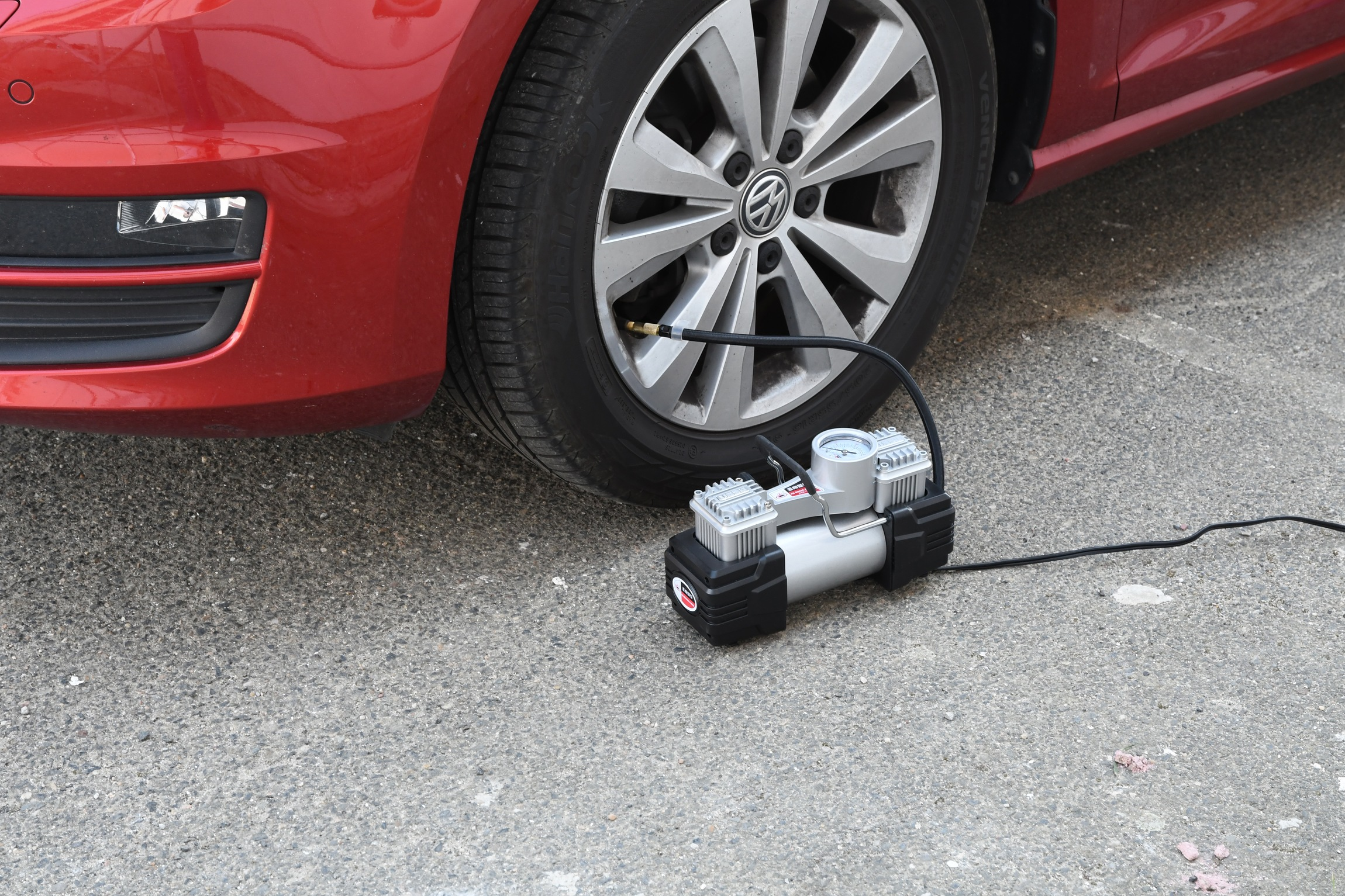 Kompresor 12V DUAL 2 písty se světlem + pneu sada
